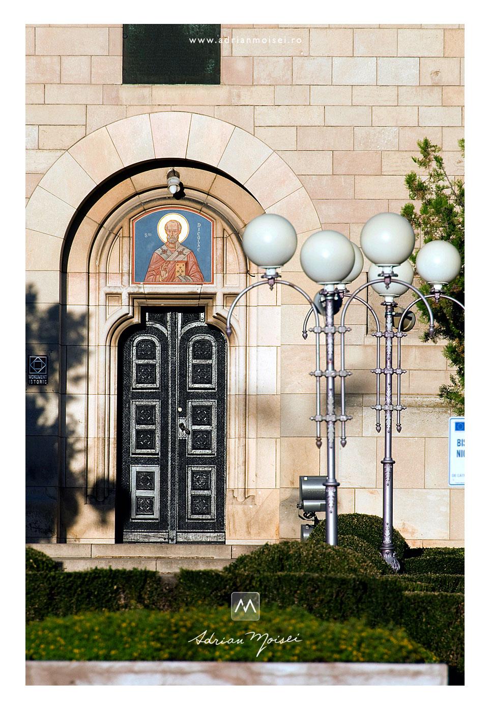 Biserica Sfântul Nicolae Domnesc Iasi usa de la intrare