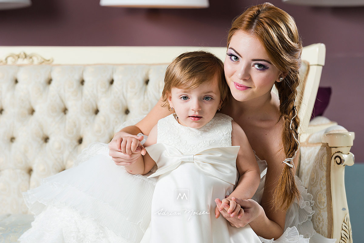 Mireasa cu domnisoara de onoare, copila, fotograf Adrian Moisei