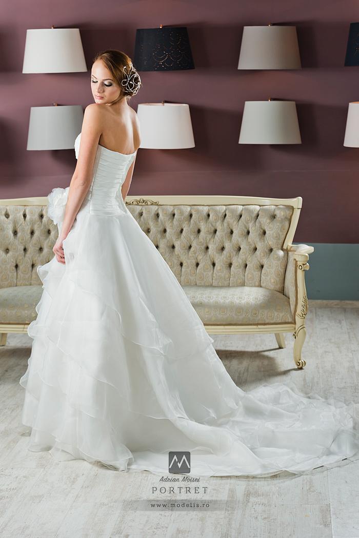 Fotografie garment cu rochie de mireasa