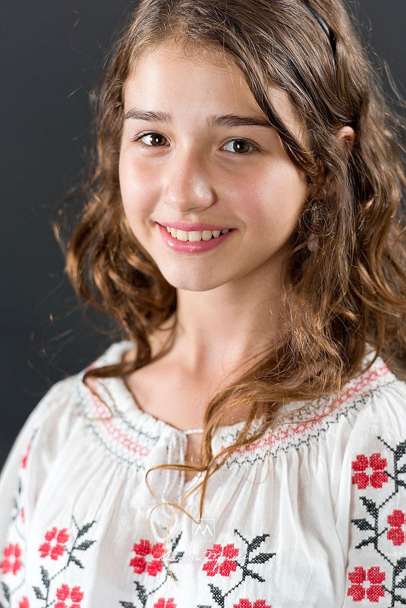 Fotografie de portret cu Teodora Simon, o cantareata cu o voce de aur