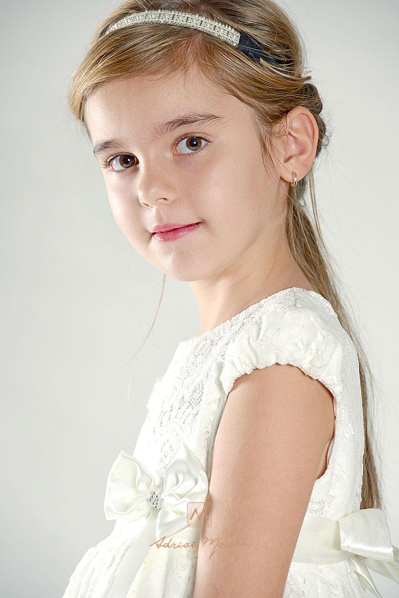 Portret de copil realizat de Adrian Moisei, fotografie in studio, Iasi.