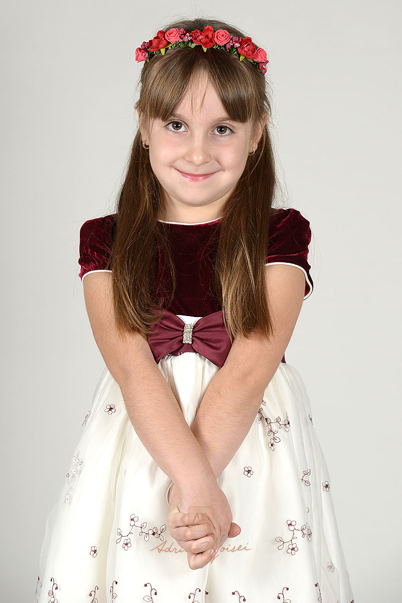 Portret de copil fericit realizat de Adrian Moisei, fotograf Iasi.