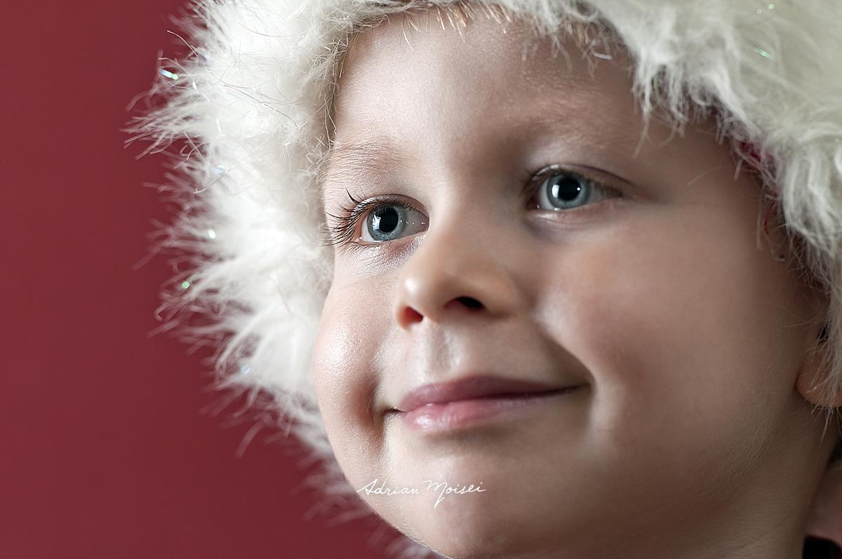 Portret de copil, fotografie de studio, de Craciun