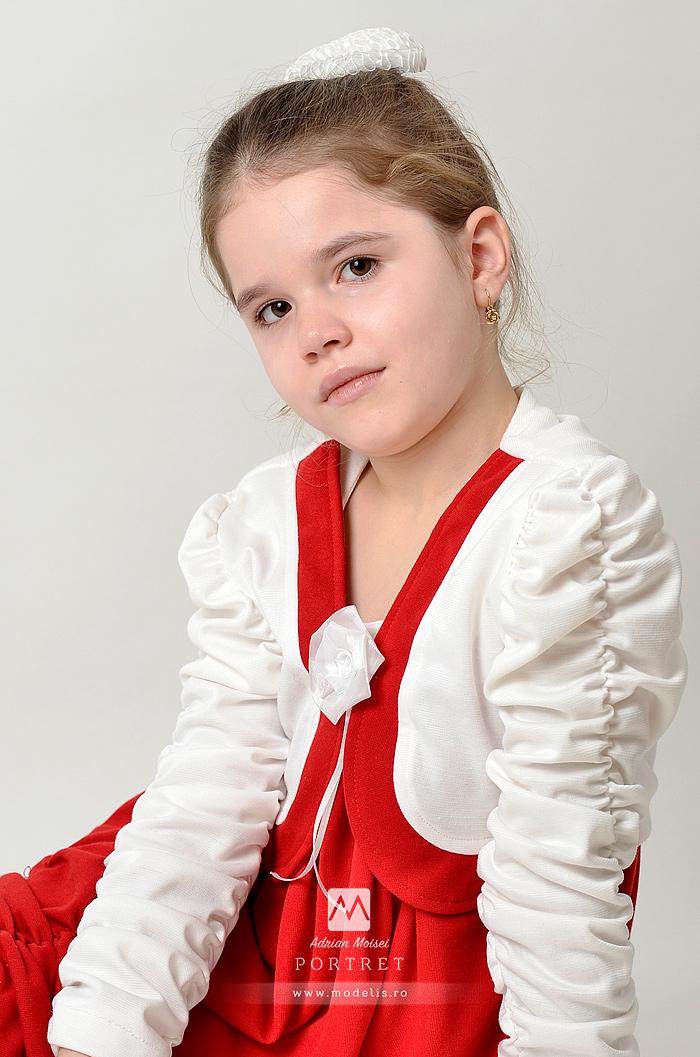 Portret de fetita la 6 ani realizat de fotograf Iasi, Adrian Moisei