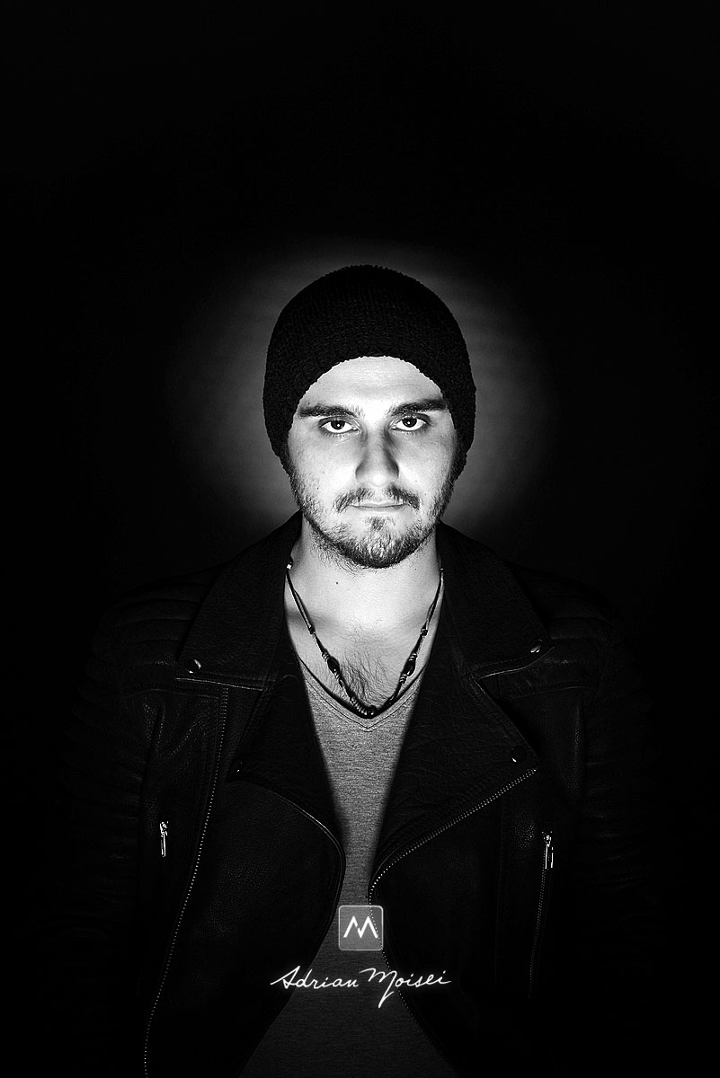 Fotografie de portret realizata de Adrian Moisei cu un Alex Savin, cantaret