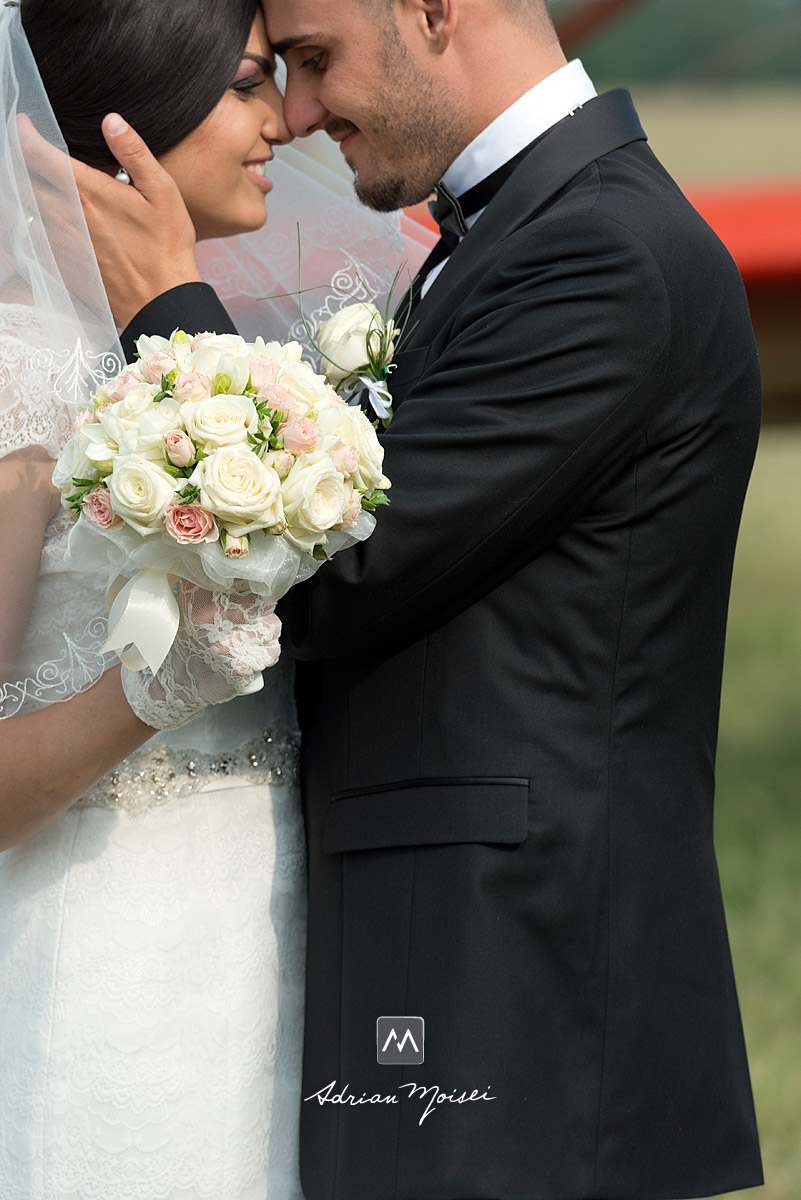 Întragostiți în ziua nunții lor, fotograf nuntă Iași, Adrian Moisei