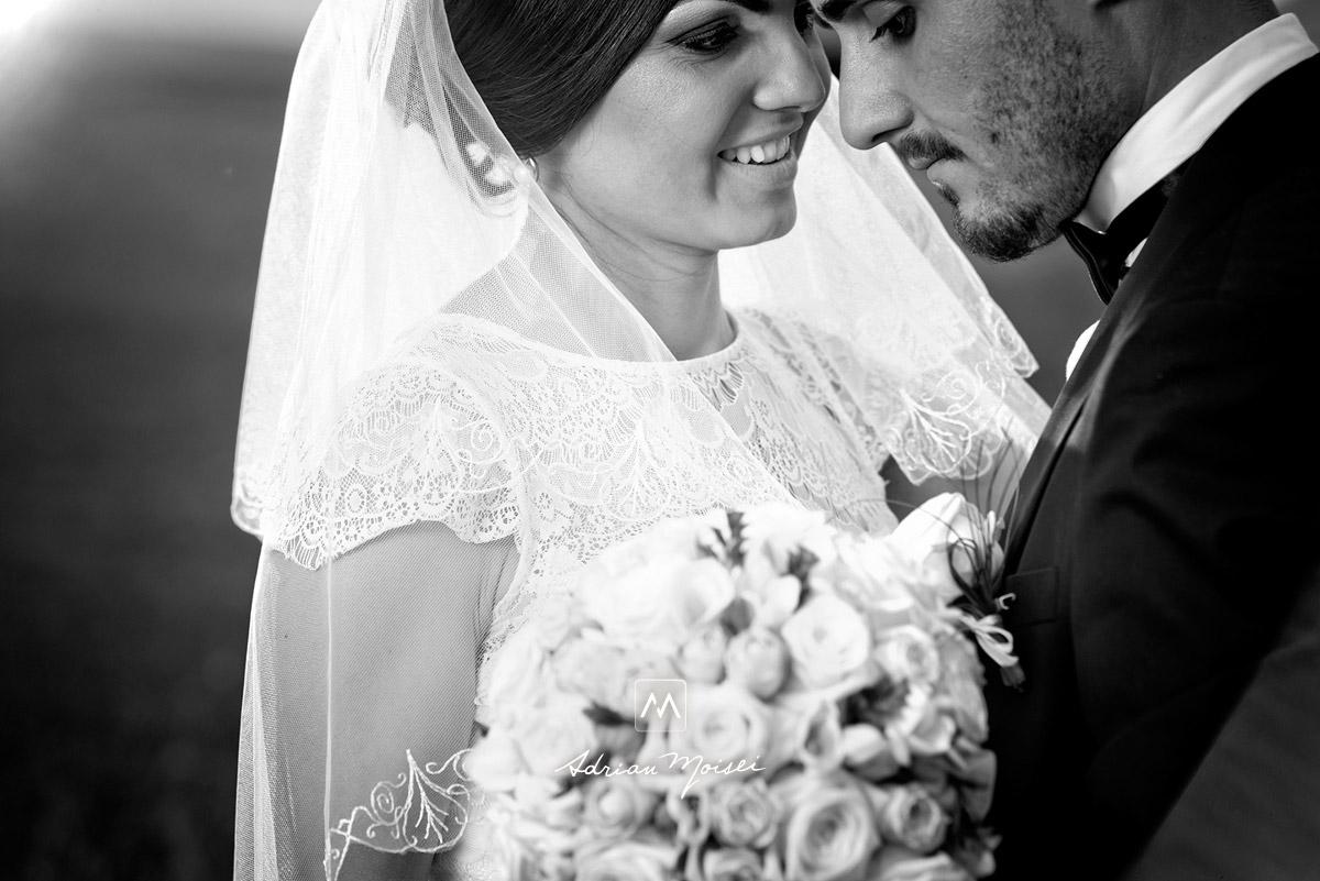 Mire si mireasa, fotografie alb-negru, fotografie de nuntă, fotograf nuntă Iași