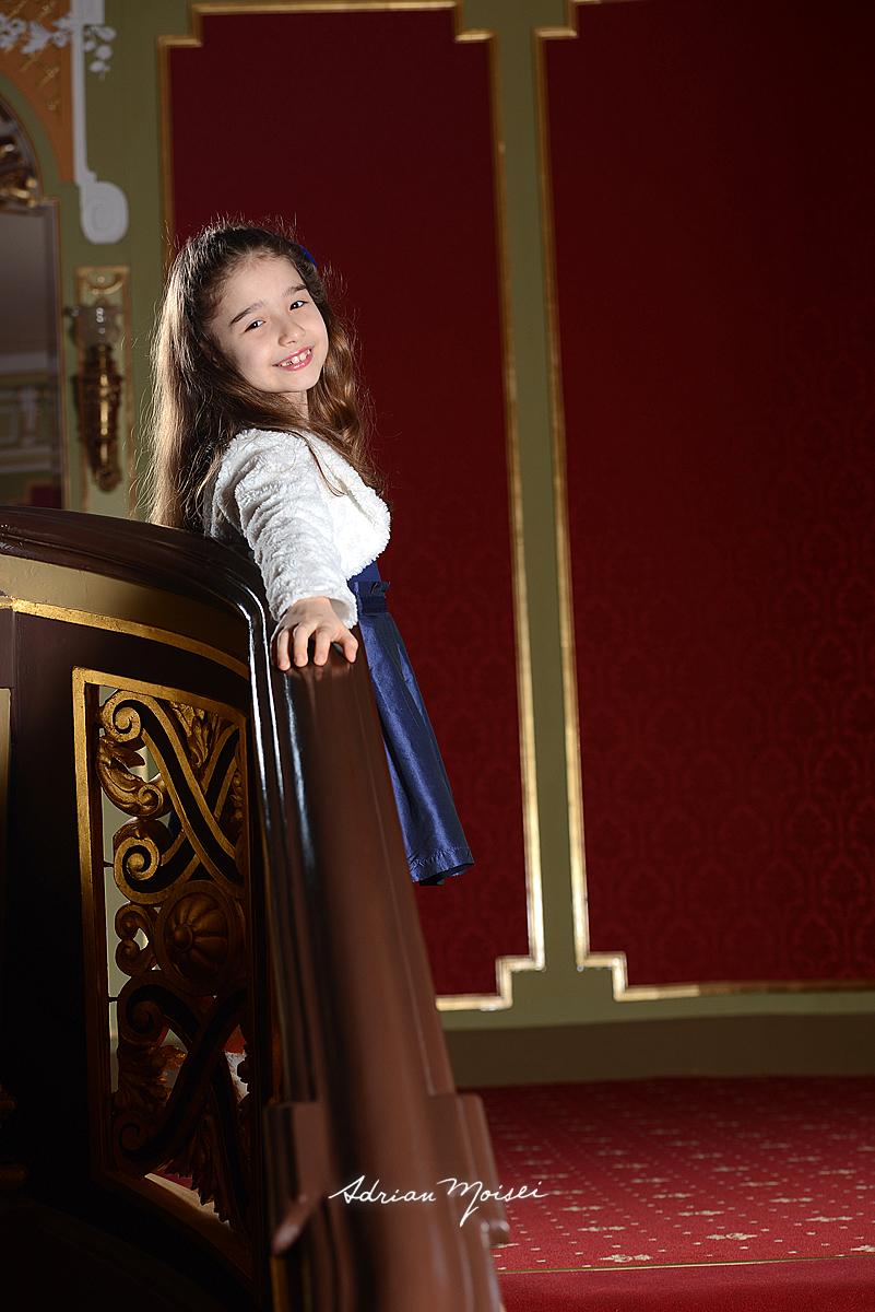 Portret de copil la Teatrul National Iasi, fotograf profesionist copii