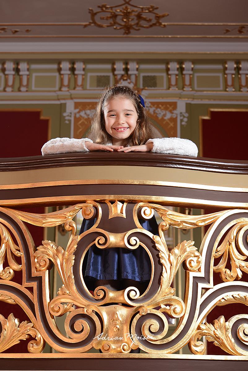 Fetita cu zambet placut, poza realizata de Adrian Moisei