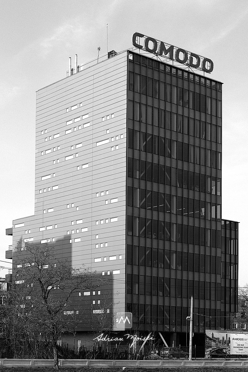 Comodo logo on Sandru Office Building Iasi, fotografie de arhitectura