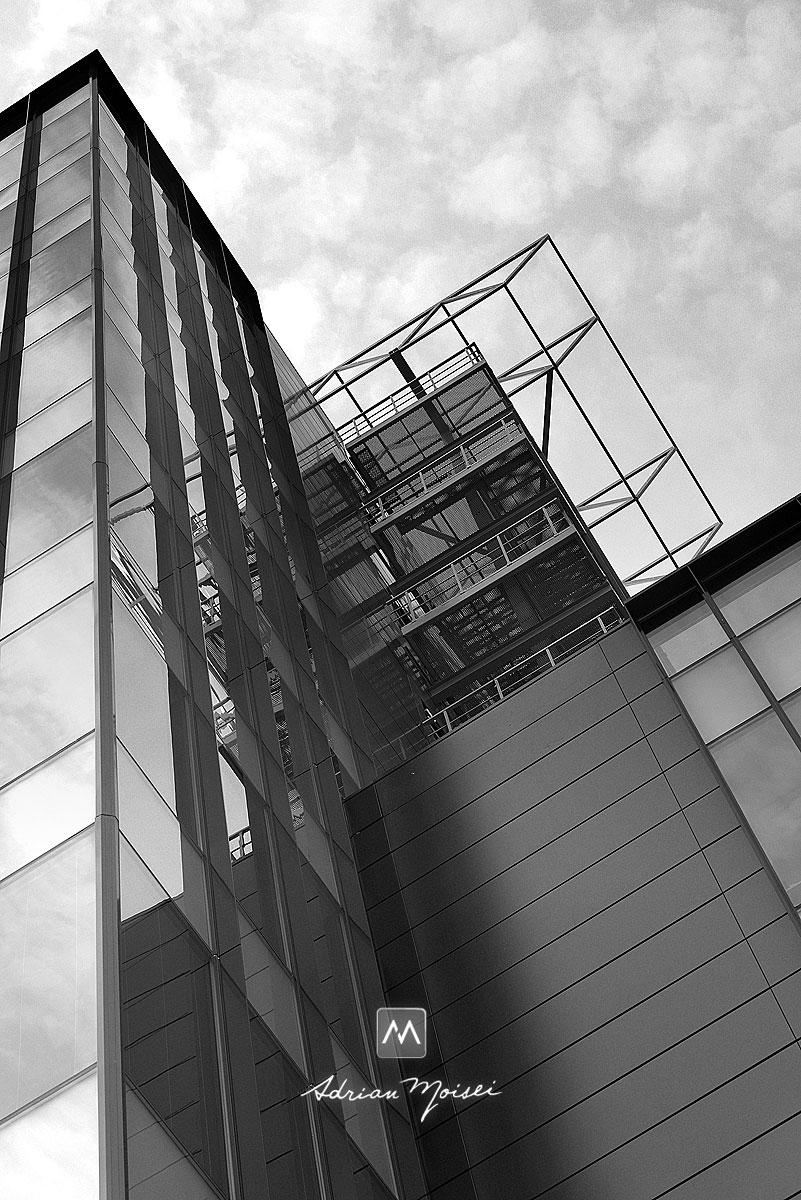 Sticla si otel, fotografie cu cea mai frumoasa cladire de birouri din Iasi