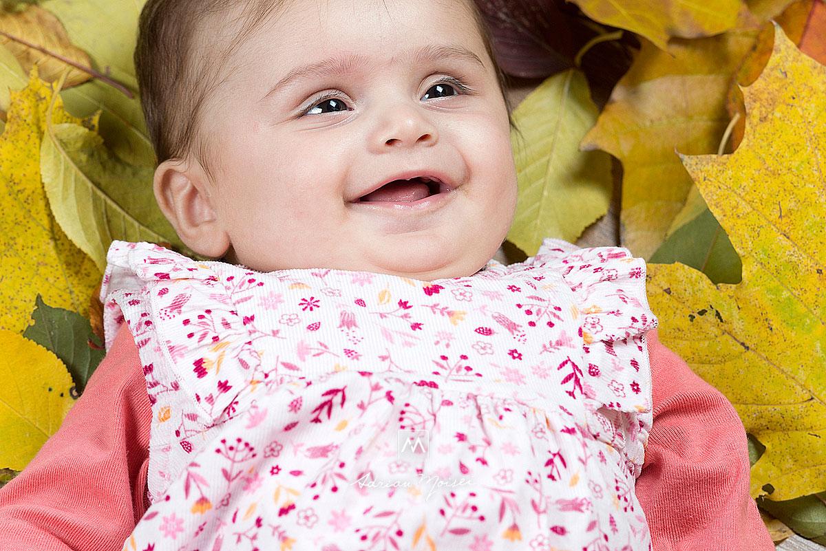 Bebelusa zambitoare, portret realizat de Adrian Moisei, fotograf iesean.