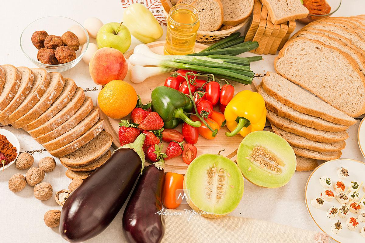 Paine, legume, vin, branza, fructe, capsuni, ardei iute, nuci, pahare, miere, ardei gras, mustar, mere, pepene, fotografie de produs Iasi