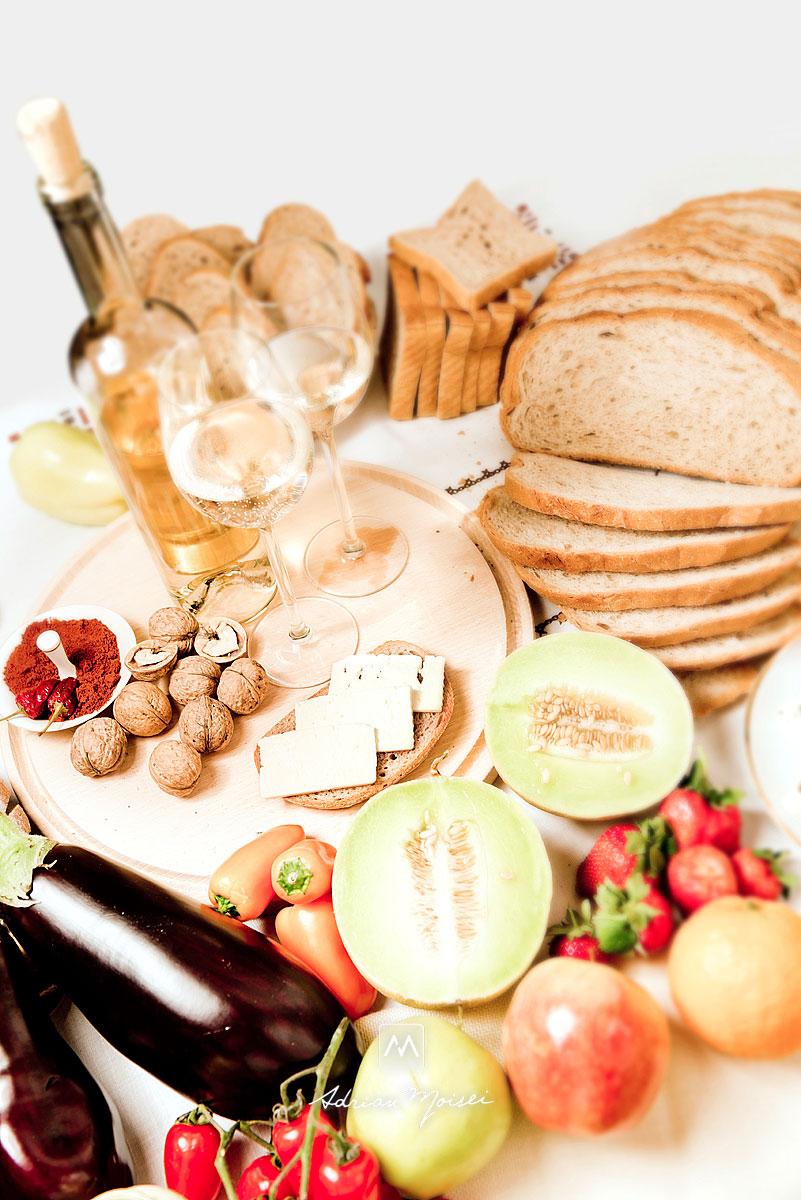 Paine, legume, vin, branza, fructe, capsuni, ardei iute, nuci, pahare, miere, ardei gras, mustar, mere, pepene,  fotograf iasi.