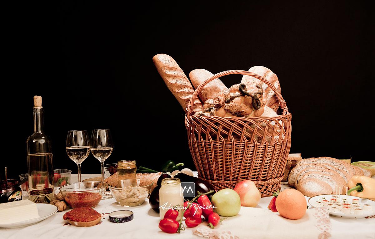 Paine, legume, vin, branza, fructe, capsuni, ardei iute, nuci, pahare, miere, ardei gras, mustar, mere, pepene, fotografie de produs Iasi.