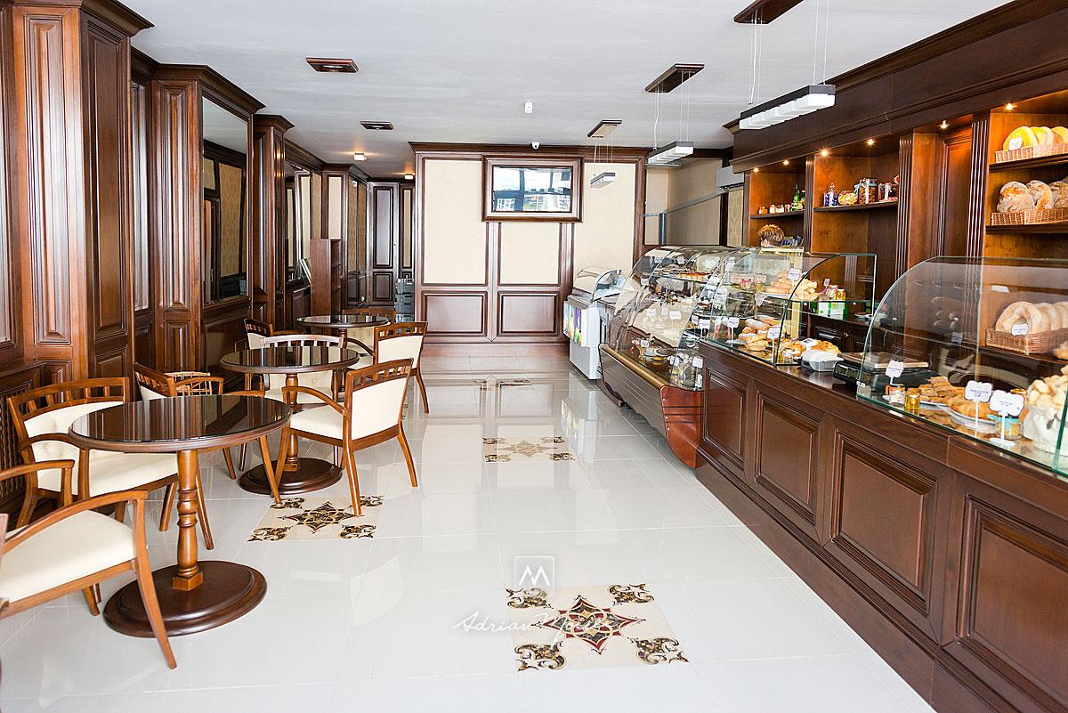Interiorul cofetariei Friscot