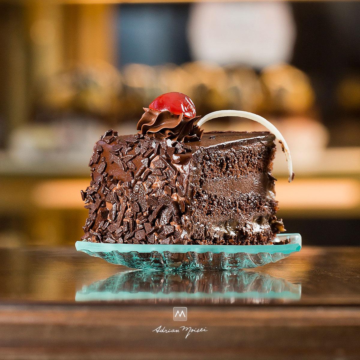 Felie din tort de ciocolata, fotograf cofetarie