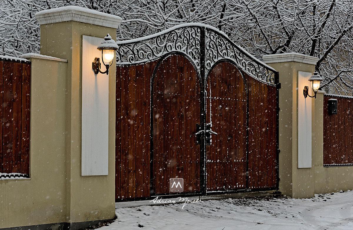 Poarta cu felinare, iarna