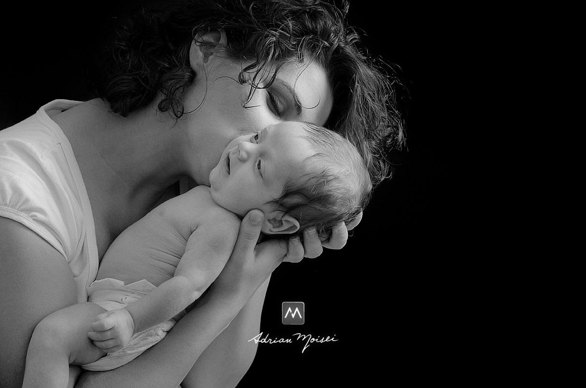 Nou născut la 28 zile, fotograf familie Iași Adrian Moisei