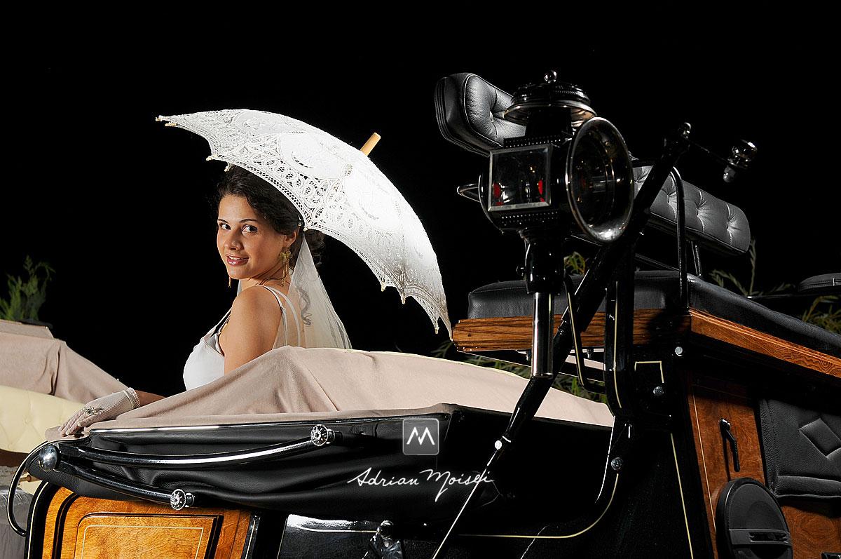 Mireasa, trasura și umbrela, într-o noapte de august, fotograf nuntă Iași.