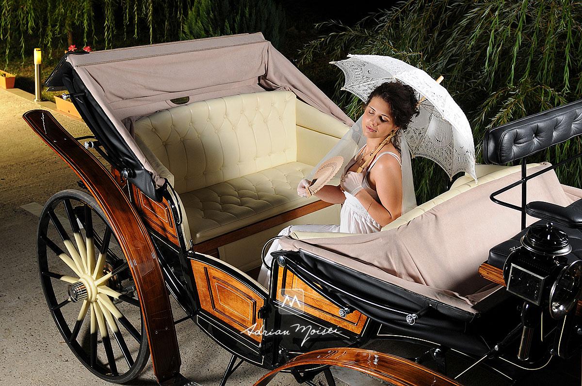 Portret de mireasa, in trasura fara cai, cu o umbrela din dantelă, fotografie de nuntă realizată de fotograful ieșean Adrian Moisei, fotograf nuntă Iași
