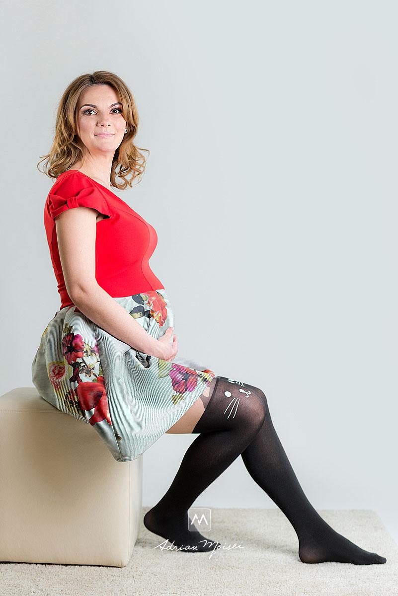 Fotografie de maternitate, in studio fotograf Iasi Adrian Moisei, fotograf familie Iași