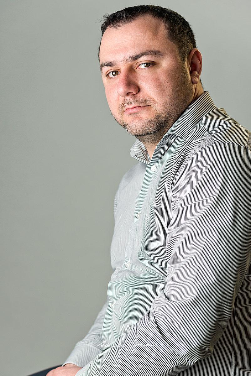 Portret de barbat realizat de Adrian Moisei, fotograf Iasi