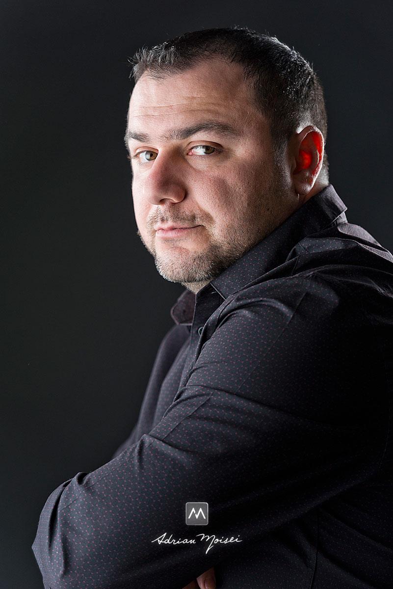 Portret de barbat, realizat in studioul lui Adrian Moisei, fotograf familie Iași
