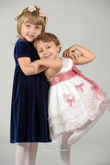 Copii în studio foto Iași – Flori de primăvară
