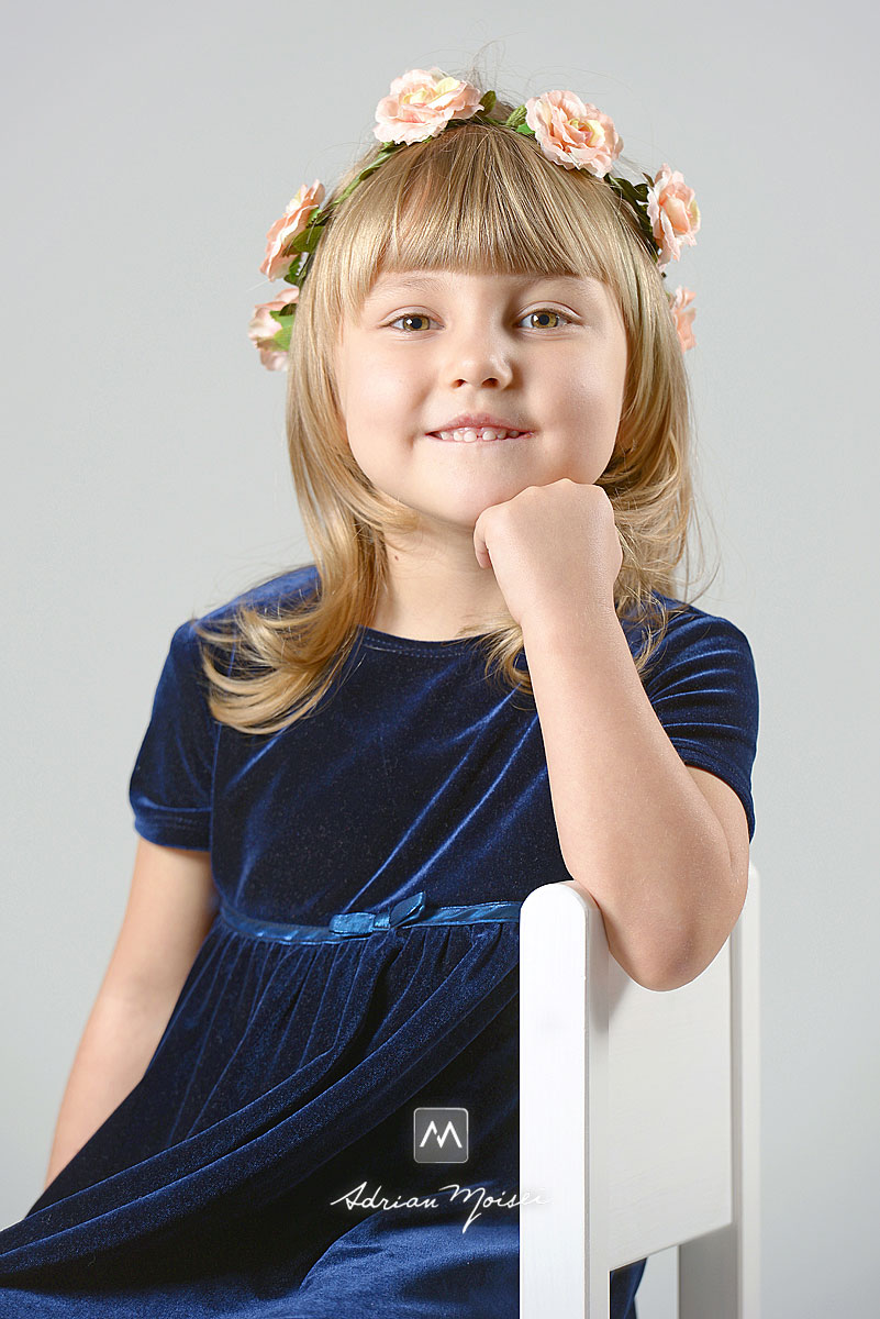 Portret de fetiță în studio, fotografii facute in studio foto Iași