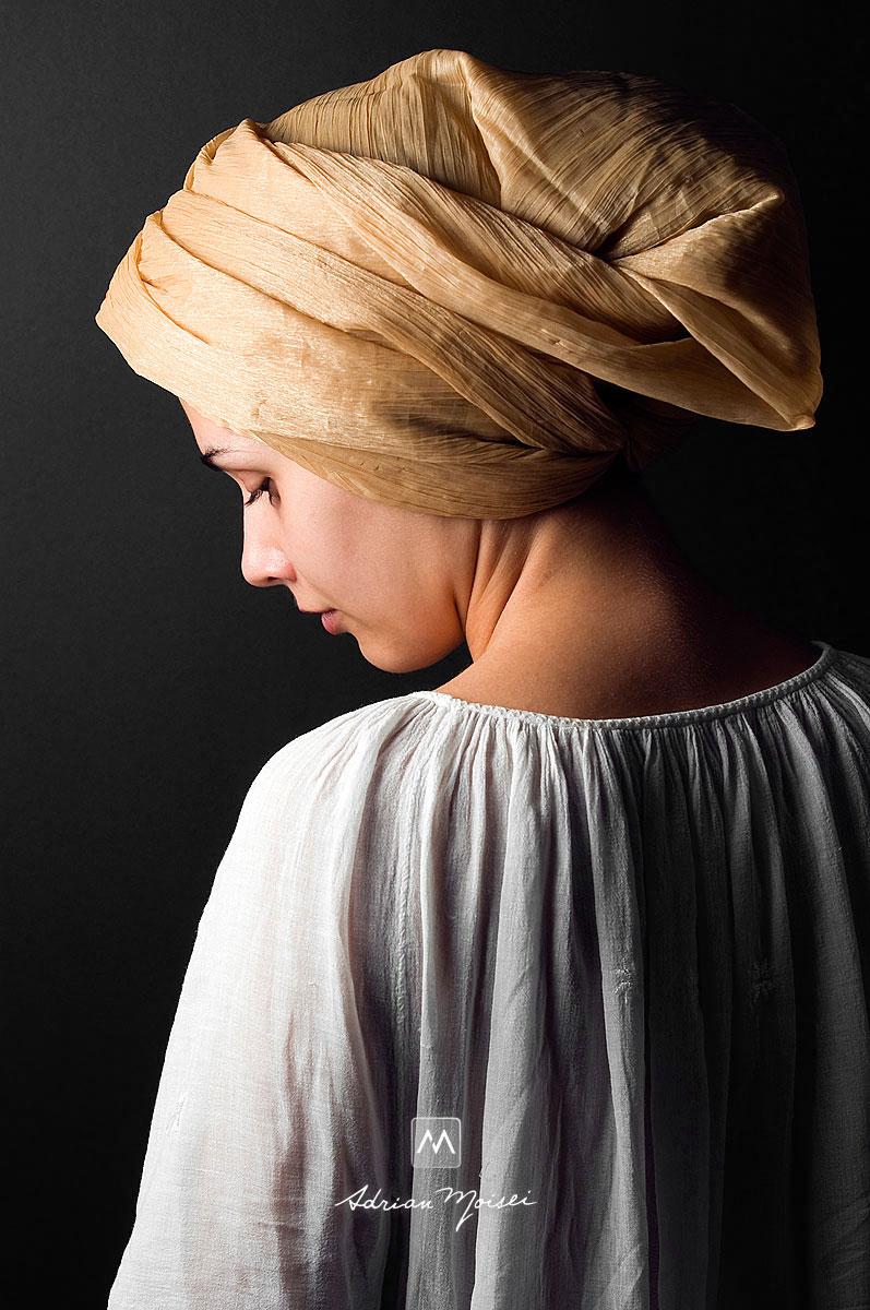 Portret de pictorita realizat de Adrian Moisei, fotograf Iasi