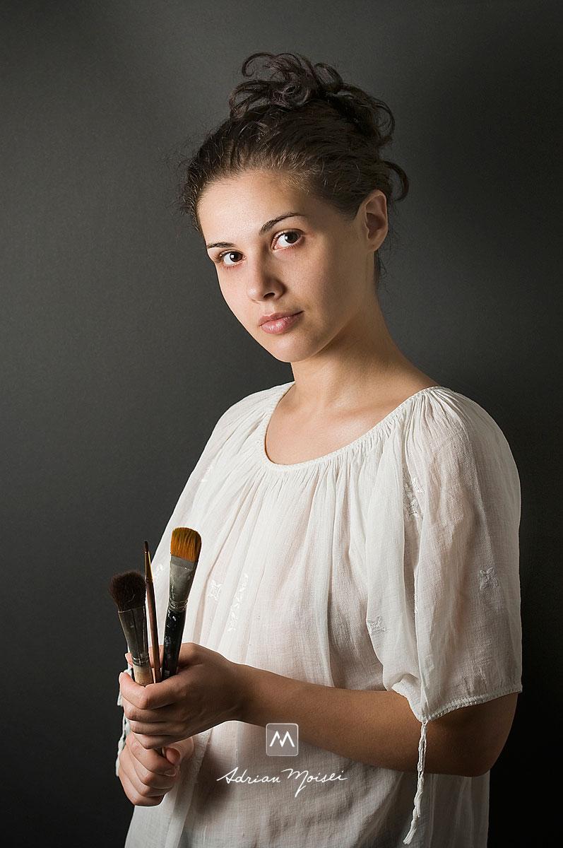 Fotografie de portret cu tanara pictorita romanca