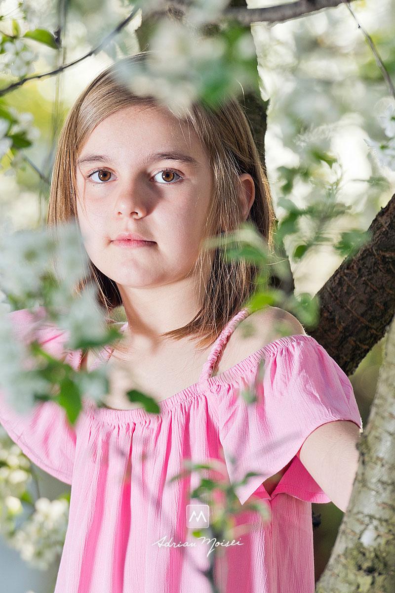 Primăvara, când copacii sunt înfloriți reprezintă cel mai bun moment din an pentru ședința foto în natură, fotografie în natură, fotograf de familie Iași