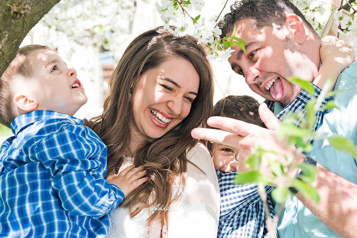 Fotografiile sunt realizate primavara, în perioada în care vișinii sunt infloriți și temperatura este foarte placută, fotograf de familie Iași