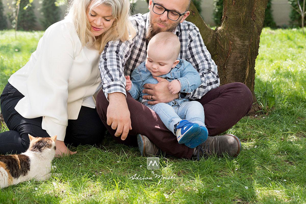 Fotografiile sunt realizate primavara, când livada este înflorită, fiind alături de toamnă unul din cele mai frumoase momente pentru fotografii de familie, fotograf de familie Iași