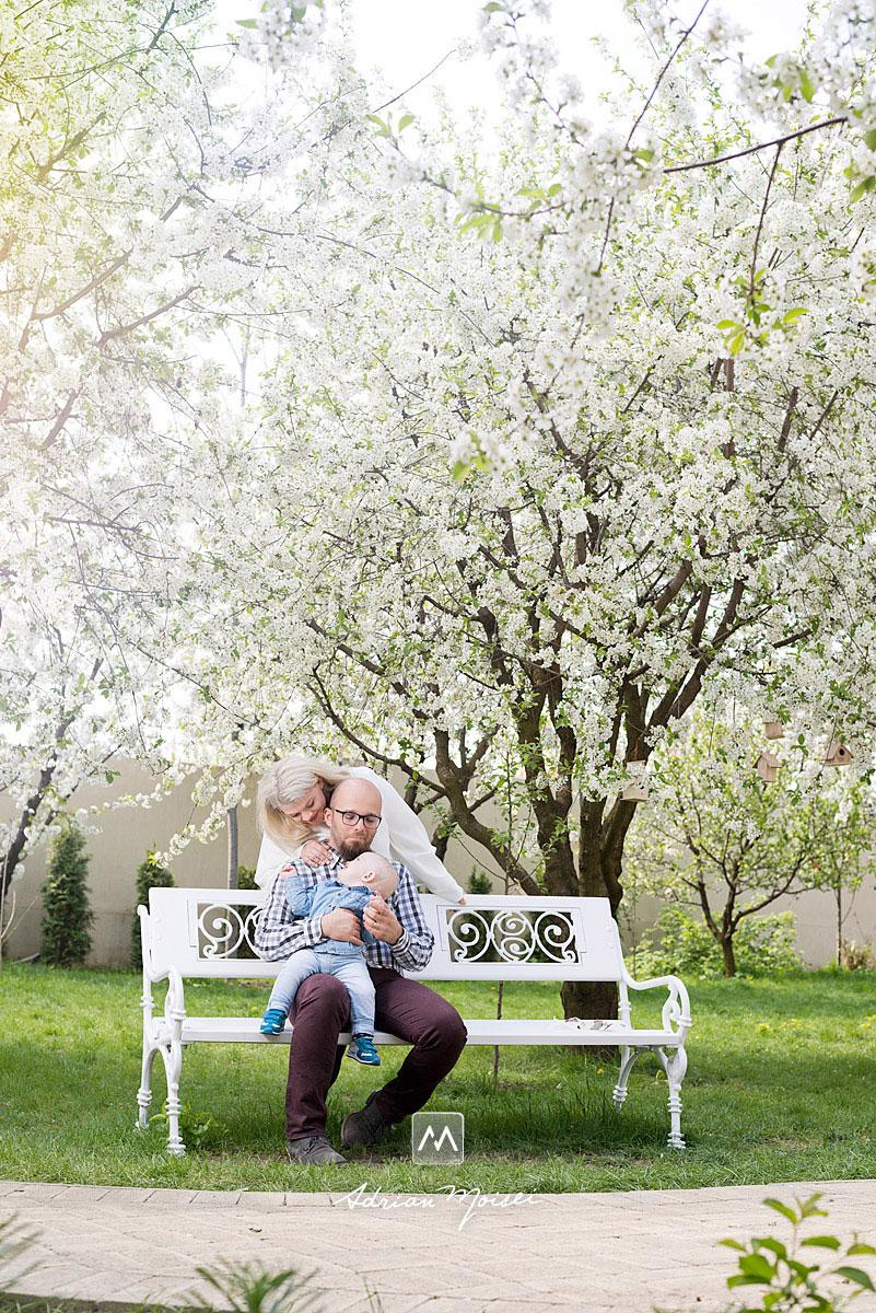 Când livada este înflorită, fiind alături de toamnă unul din cele mai frumoase momente pentru fotografii de familie, fotograf de familie Iași