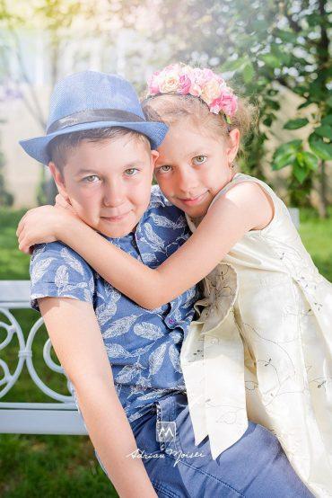 Fotograf de familie în Iași + Dragostea este mereu în aer