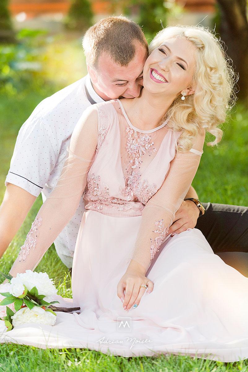 Pentru clipe de neuitat alături de un fotograf profesionist, care știe să vă pună într-o lumină unică, fotograf nuntă Iași