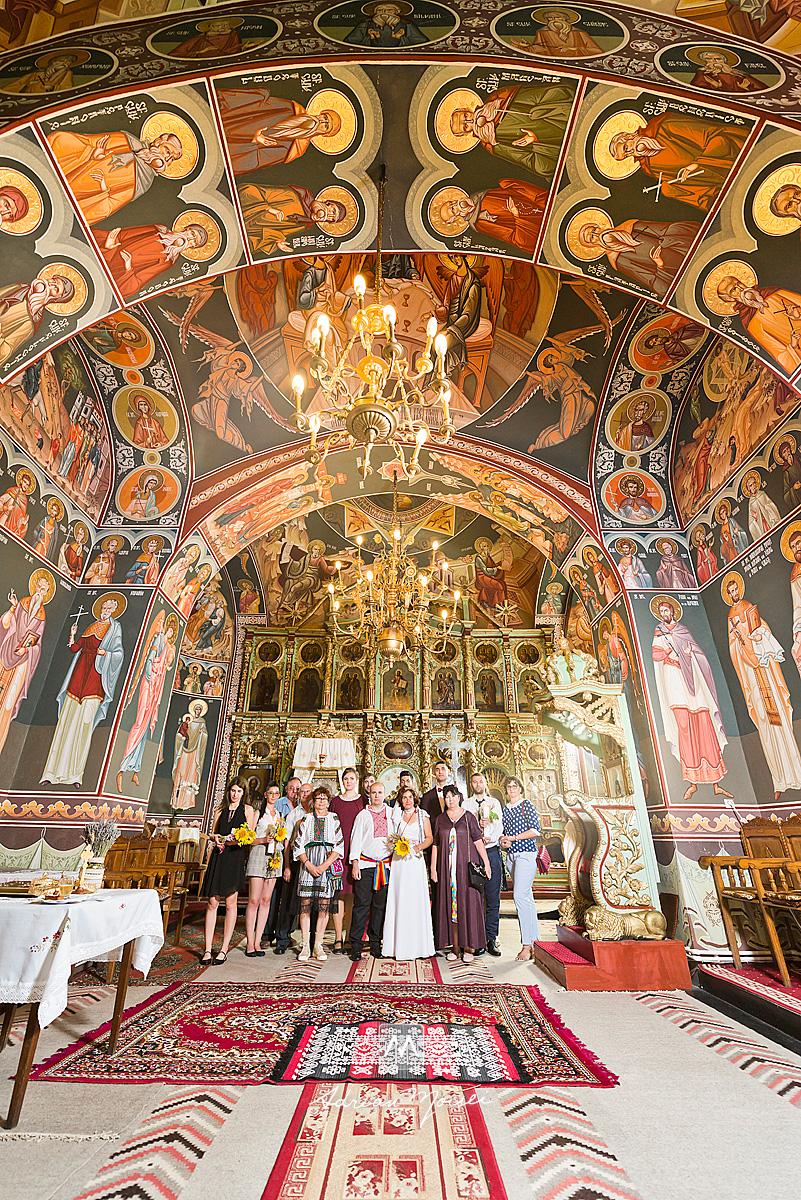 Fotografie de nuntă în Iași la biserica Sf. Voievozi Roșca din Tătărași realizată de fotograf nuntă Iași Adrian Moisei, artist fotograf