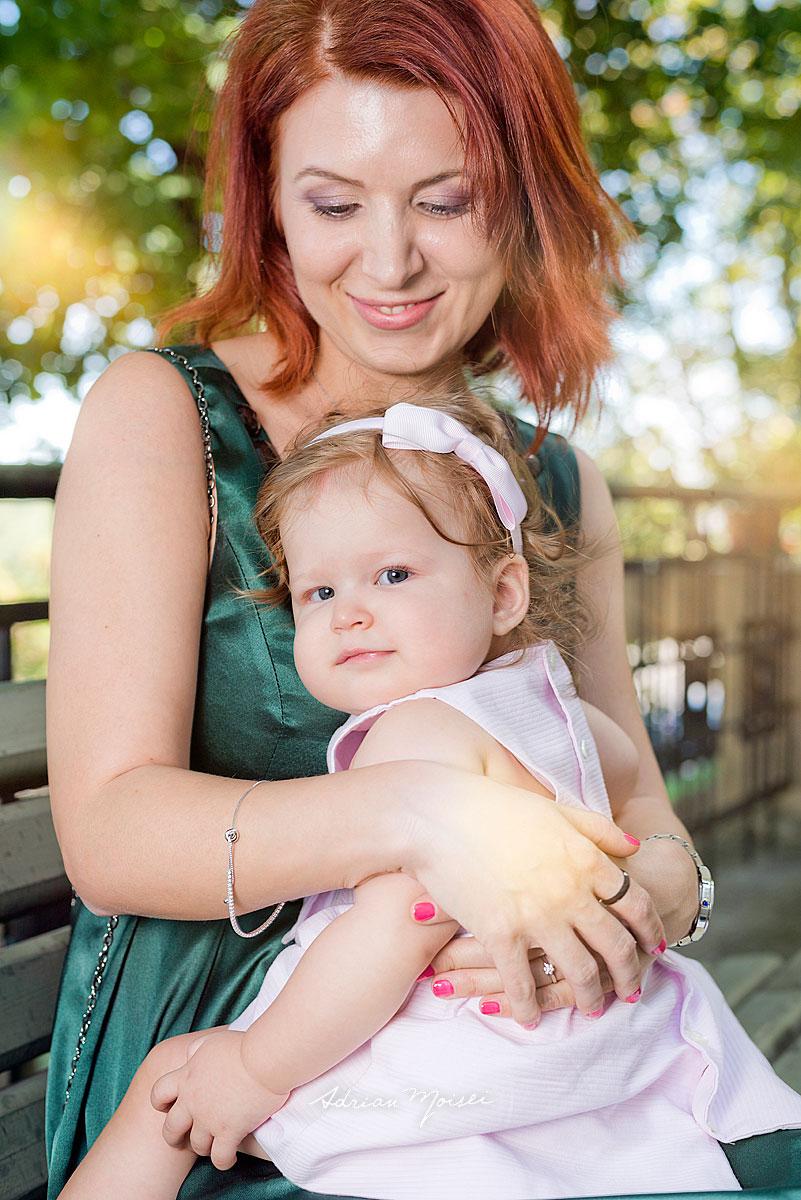 Bebeluș alături de familie, la biserica Intrarea Domnului în Ierusalim, Adrian Moisei, fotograf botez, bebeluși copii și familie, fotograf botez Iași