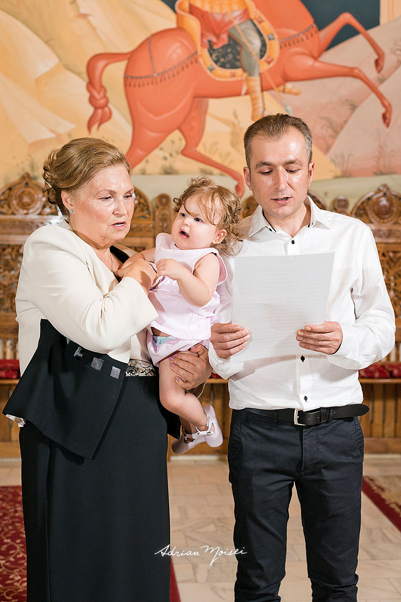 Bebeluș adorabil, la botez, fotograf botez Iași