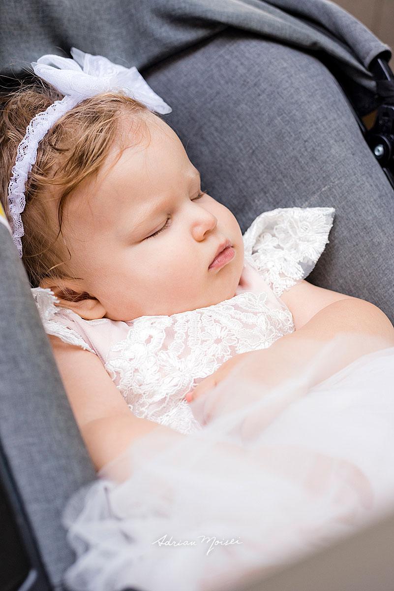 Fotografie de botez a unui bebeluș adorabil, alături de familie, la biserica Intrarea Domnului în Ierusalim, fotograf botez, bebeluși copii și familie, fotograf botez Iași