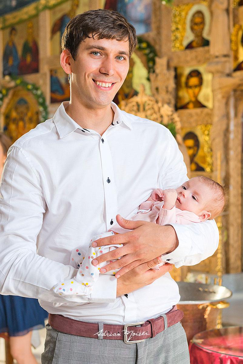 Fotografie de botez la o biserică deosebită din Iași, fotograf botez Iași