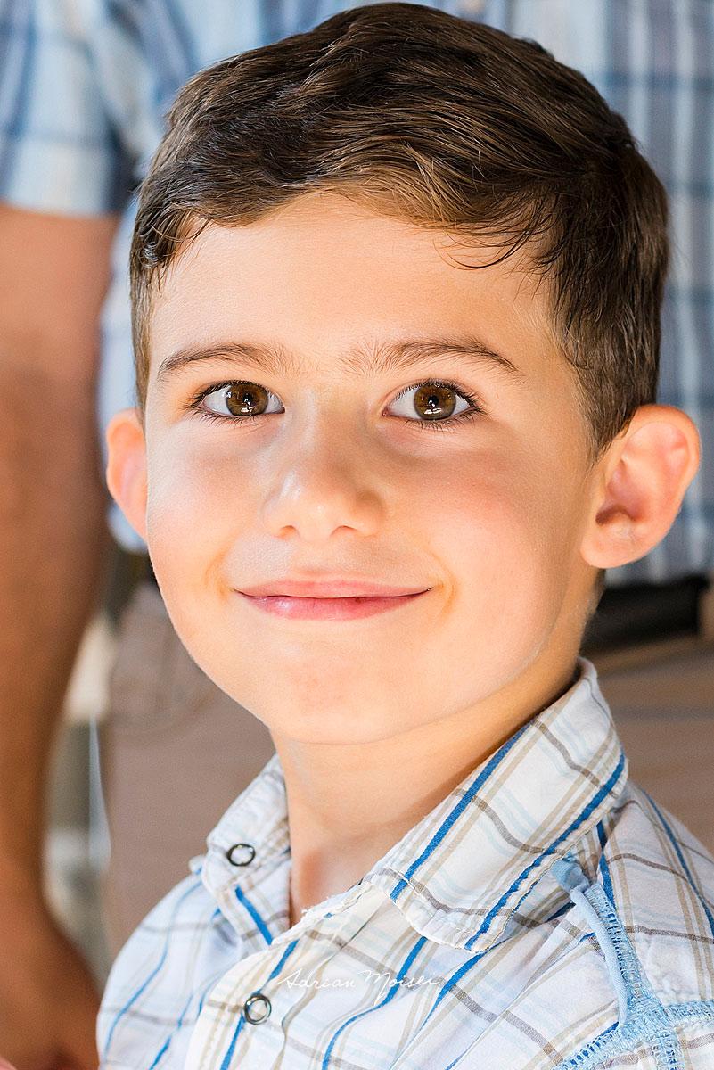 Portret de copil, la opt ani, realizat de Adrian Moisei, fotograf botez Iași