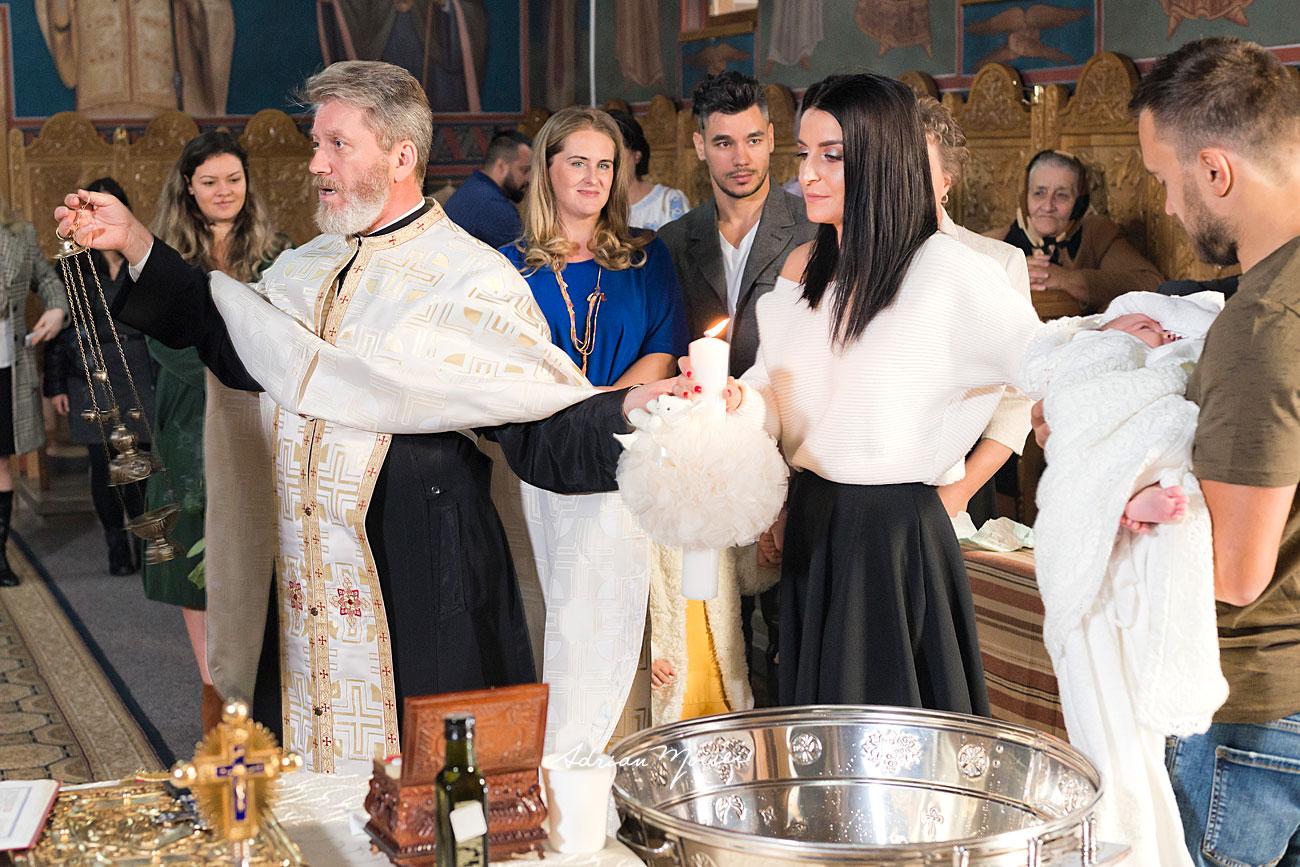 Slujba de botez in Iași la Biserica Înălțarea Domnului, fotograf botez Iași