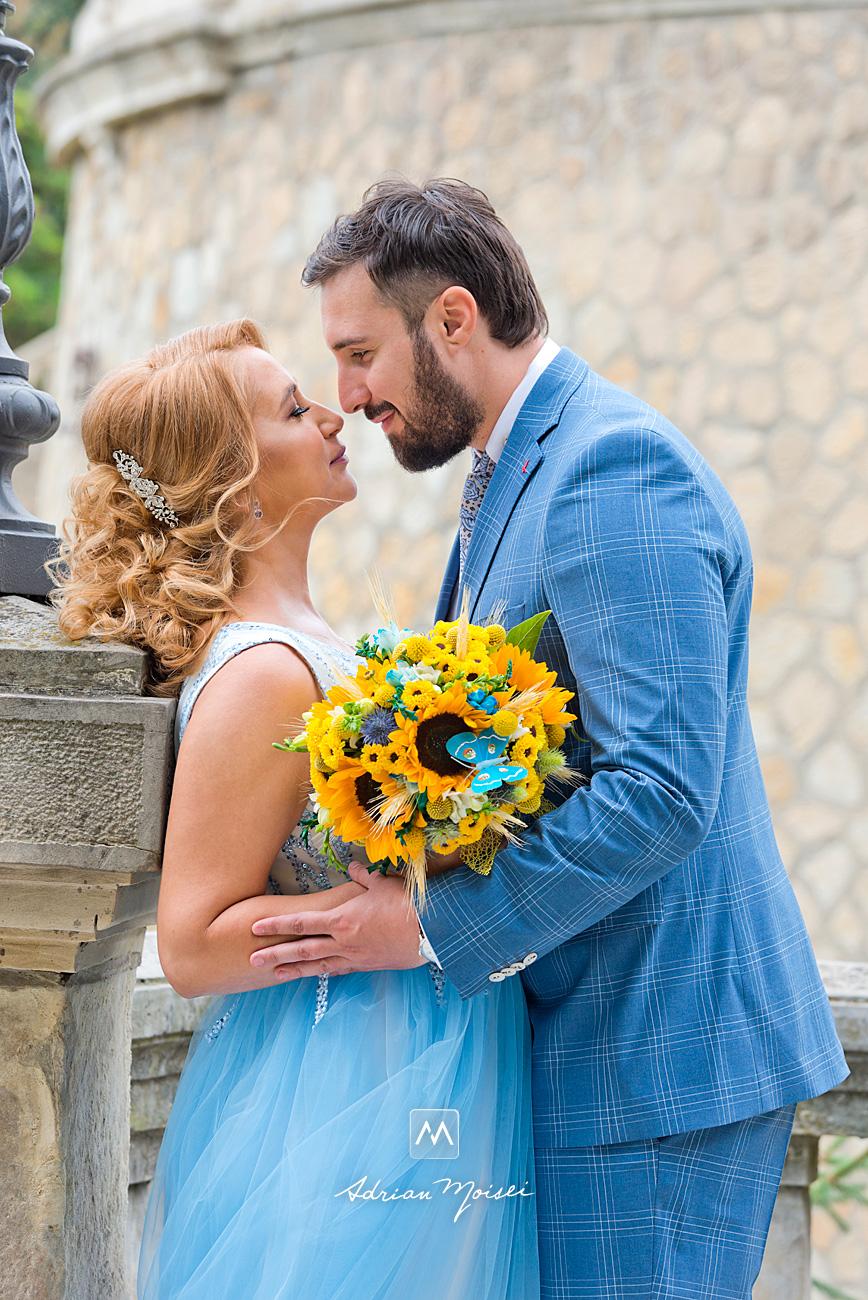 Mire și mireasă în ziua nunții lor, la Râpa Galbenă, de Adrian Moisei, fotograf nuntă Iași