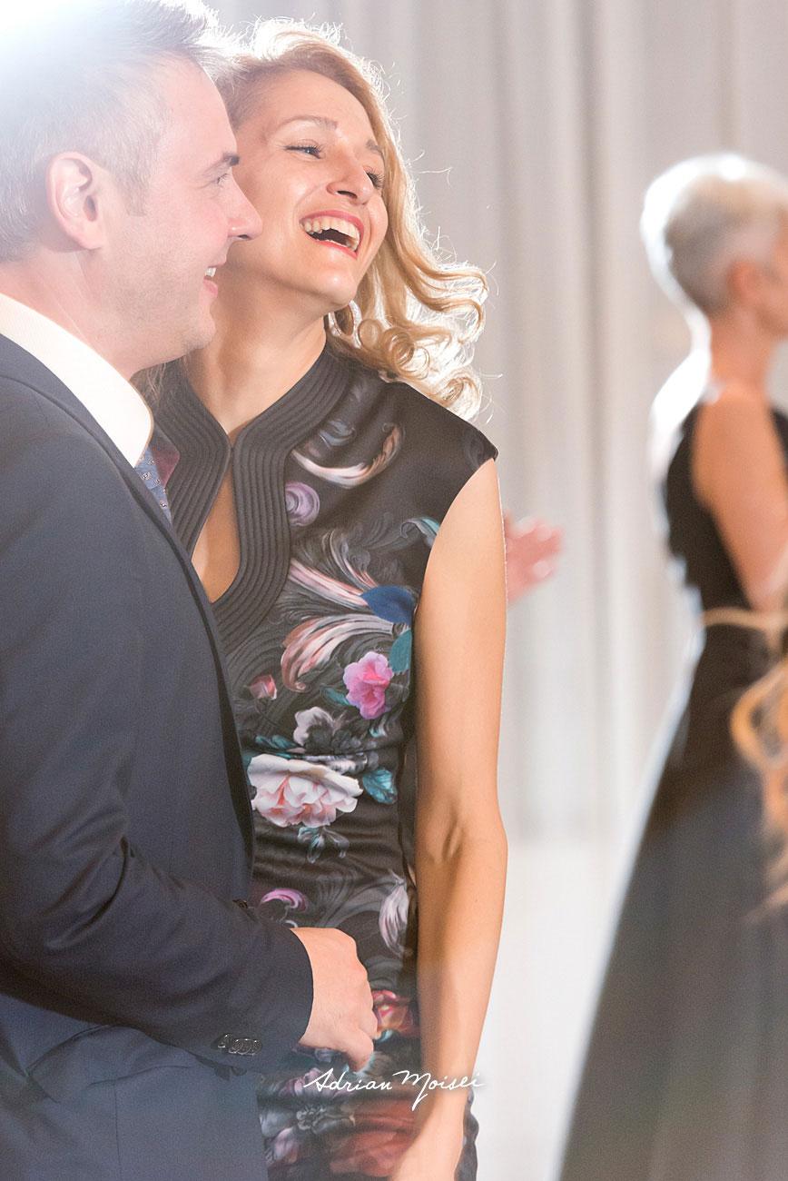 Cuplu dansând la petrecerea de nuntă, fotograf nuntă Iași