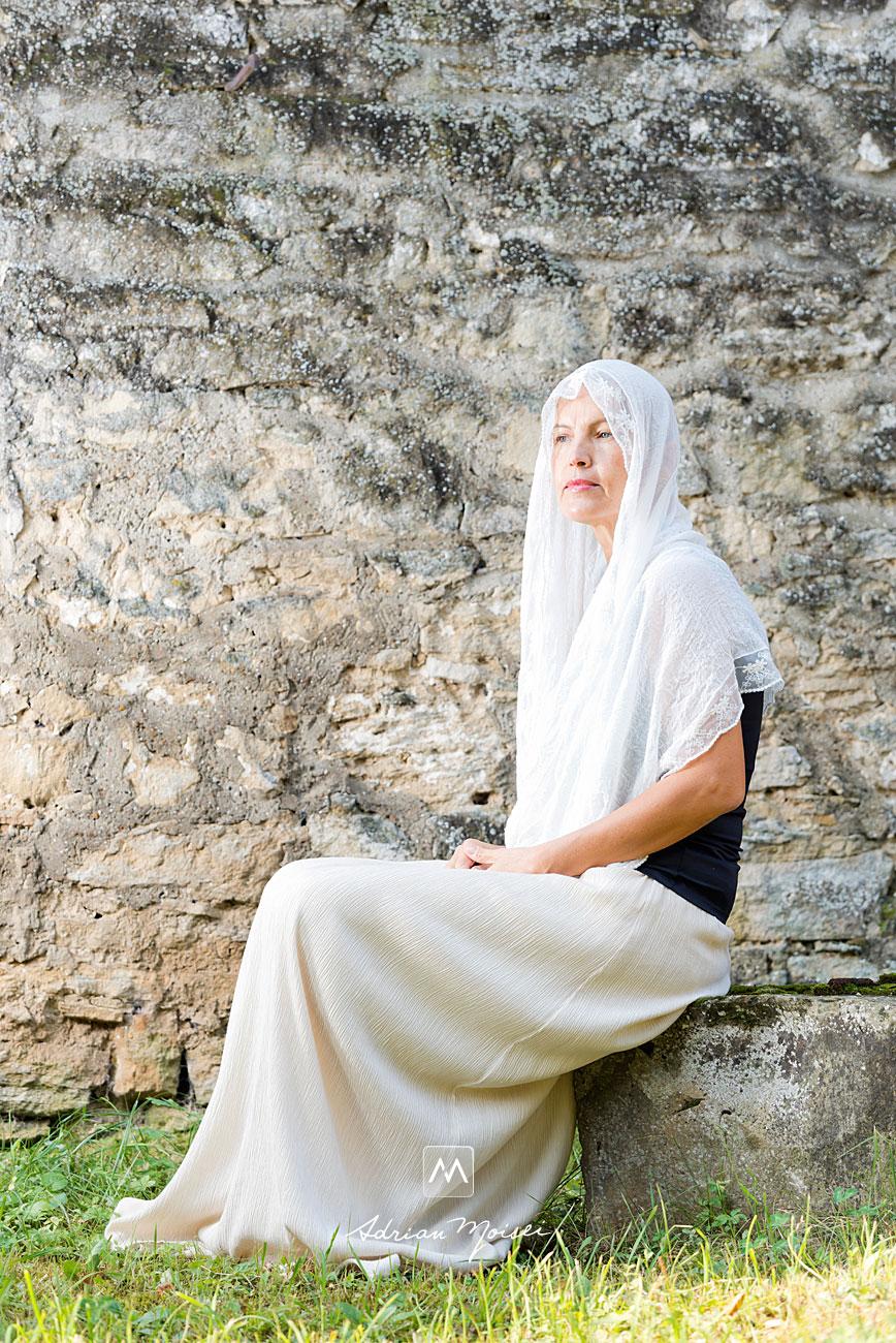 Fotografie de portret realizată de Adrian Moisei, fotograf Iași, la mănăstirea Galata, fotografie în natură