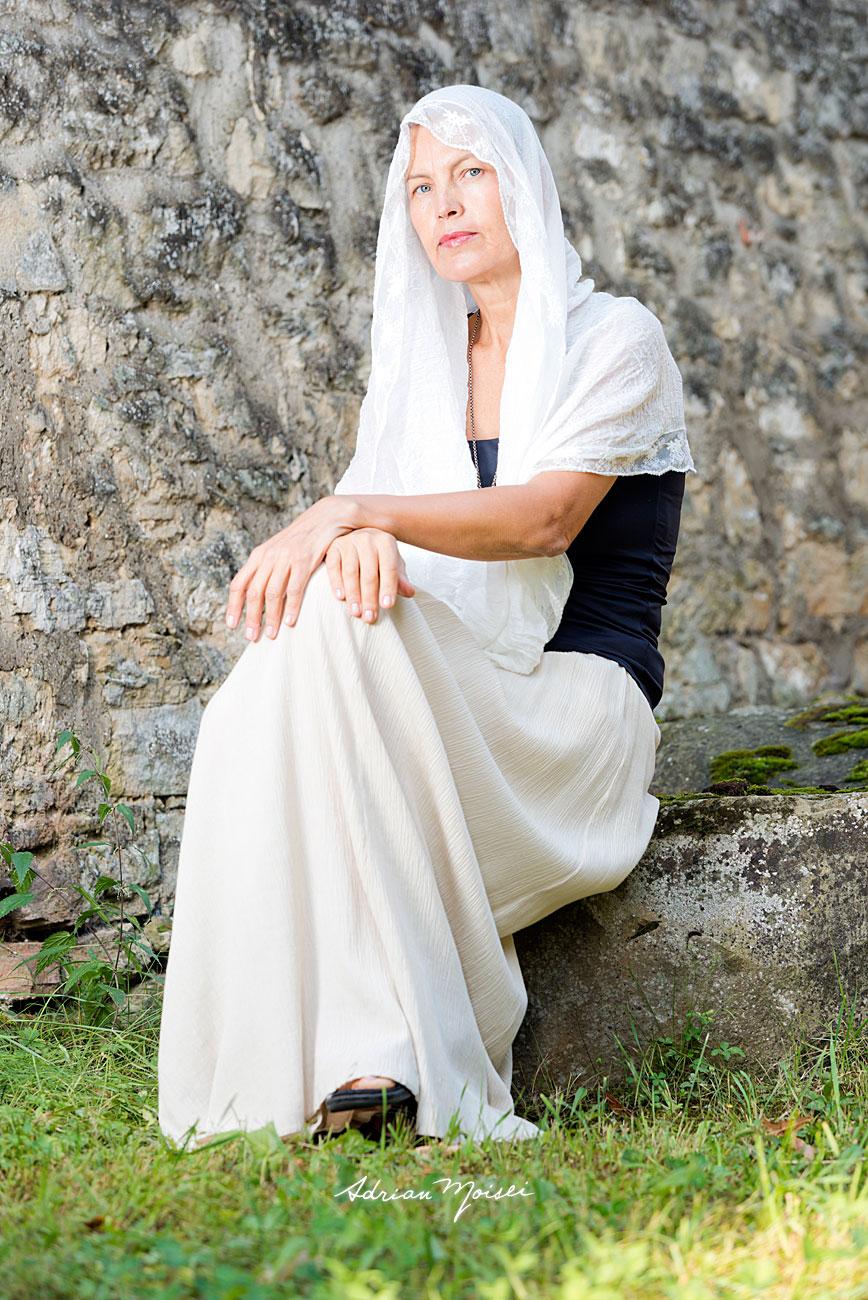 Fotografie de portret cu o doamna deosebită, fotografie în natură
