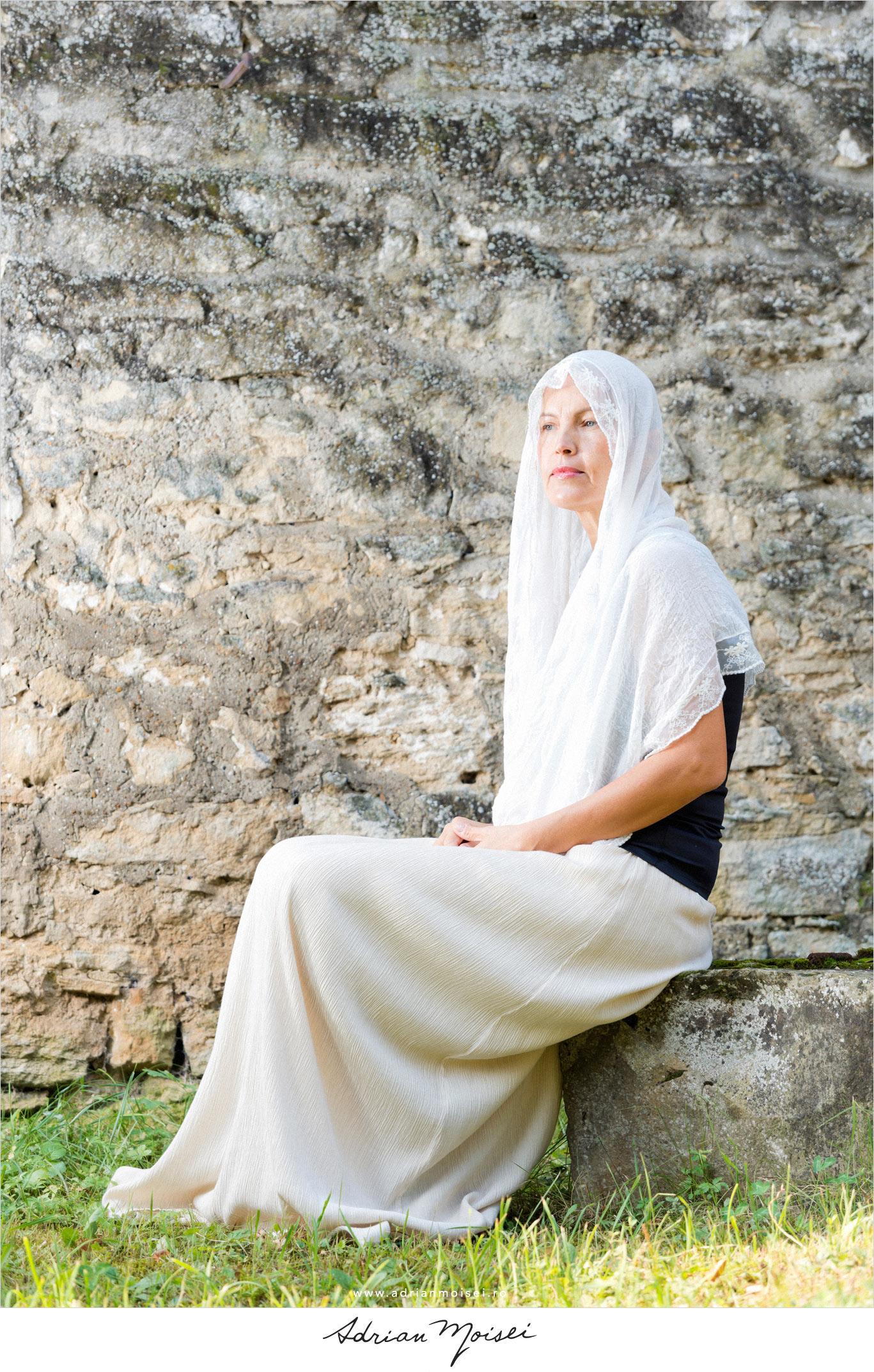 Fotografie de fashion la mănăstire, fotografie în natură